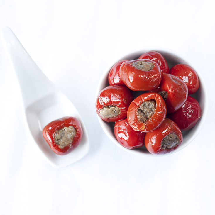 Round peppers with capers and anchovies
